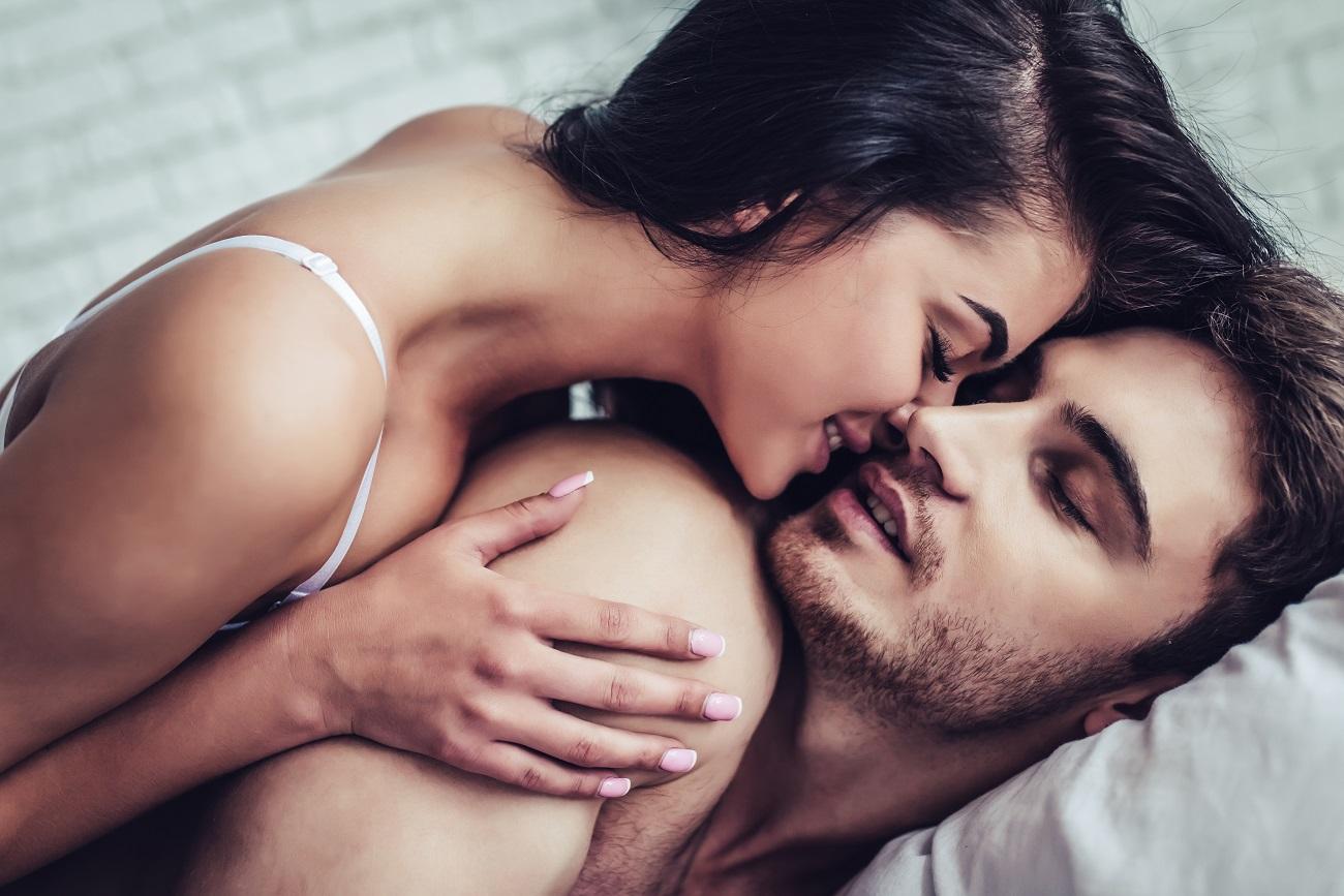 Sex i afrodizijak - ljubavni par u krevetu