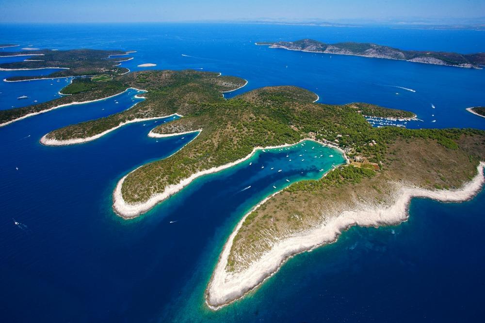 Ljetni nautički vodič Jadranom – 10 top destinacija za zabavu 6.Palmizana TZ Hvar i Suncani Hvar2 1