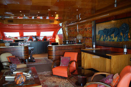 MEGAJAHTE U JADRANU: Spirit of Salima s ljubavlju prema Africi, Daliju i Lalliqueu Spirit of Salima Brodski bar s pogledom na zapovjednicki most 1