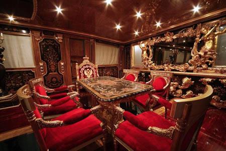 MEGAJAHTE U JADRANU: Standarte – ploveći Ermitage Standarte Blagovaonica sa stolom za sest osoba 1