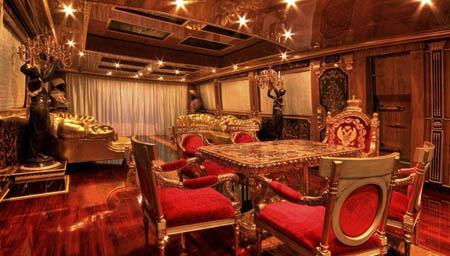 MEGAJAHTE U JADRANU: Standarte – ploveći Ermitage Standarte Golemi salonski prostor moze se pregraditi