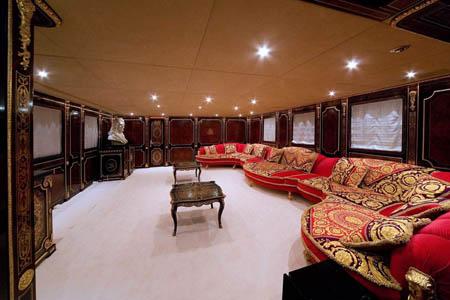 MEGAJAHTE U JADRANU: Standarte – ploveći Ermitage Standarte Salon prema krmi