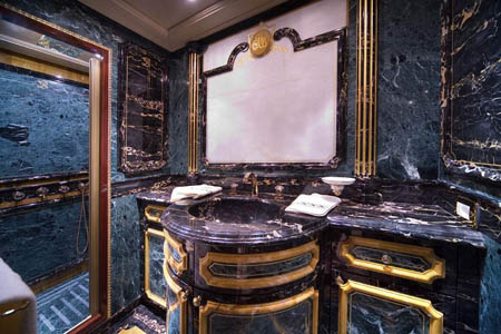 MEGAJAHTE U JADRANU: Standarte – ploveći Ermitage Standarte Umivaonik s toaletnim ormaricima
