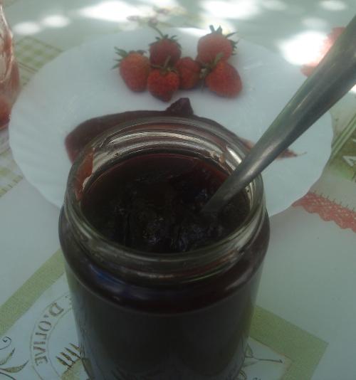 JAGODE: Recepti za zamrzavanje, džem, smoothie i najbolje kolače jagode dzem