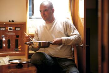 NAJBOLJE SKIPERSKE PRIČE: jedra, sidra, vina, riba i Čehinja Luka Rudic zna i voli kuhatiweb