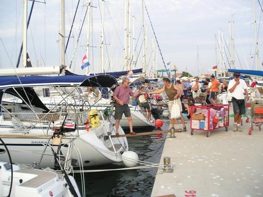 Ljetovanje na brodu u charteru: organizacija najma i planiranje plovidbe Ukrcaj snimio M.Gerovac DZ